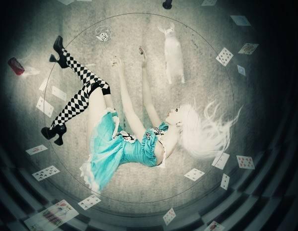 """Как создать коллаж """"Алиса в стране чудес"""""""