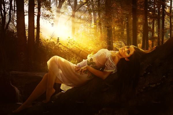 """Фотоманипуляция """"Девушка на дереве"""""""